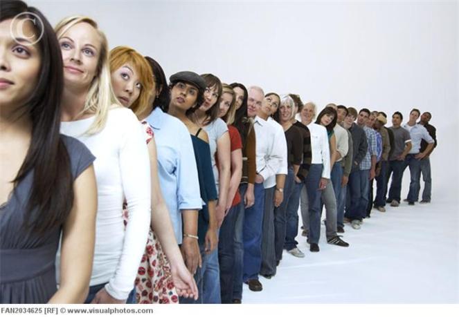 people_waiting_in_line_fan2034625